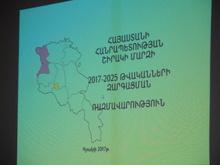 Շիրակի մարզի 2017-2025 թվականների զարգացման ռազմավարության քննարկում Շիրակի մարզպետարանում